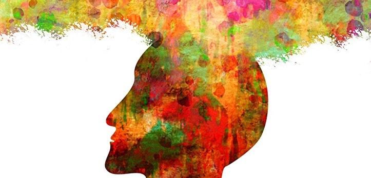 頭の中からカラーイメージが湧き出る男性